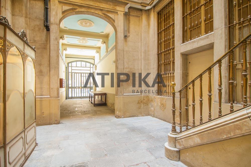 Propiedad con historia y encanto en el centro de Barcelona 6