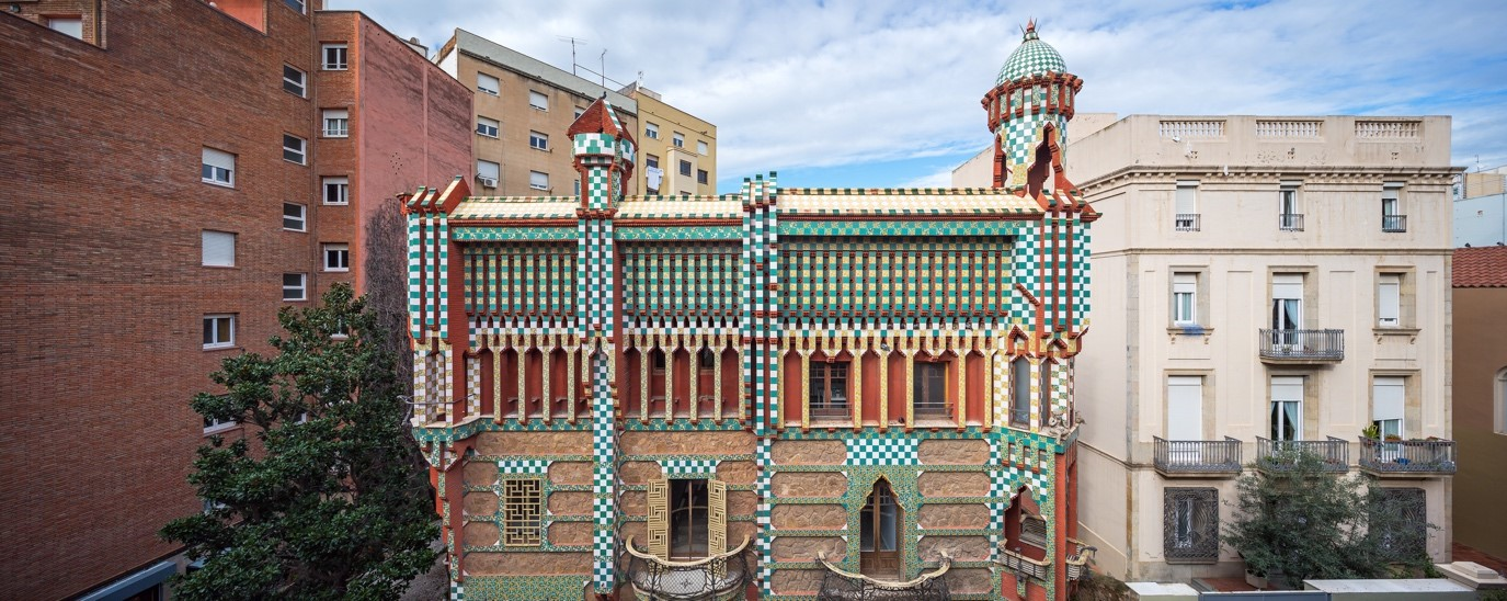 Architecture in Barcelona: Visit to the Gaudi's first house 1