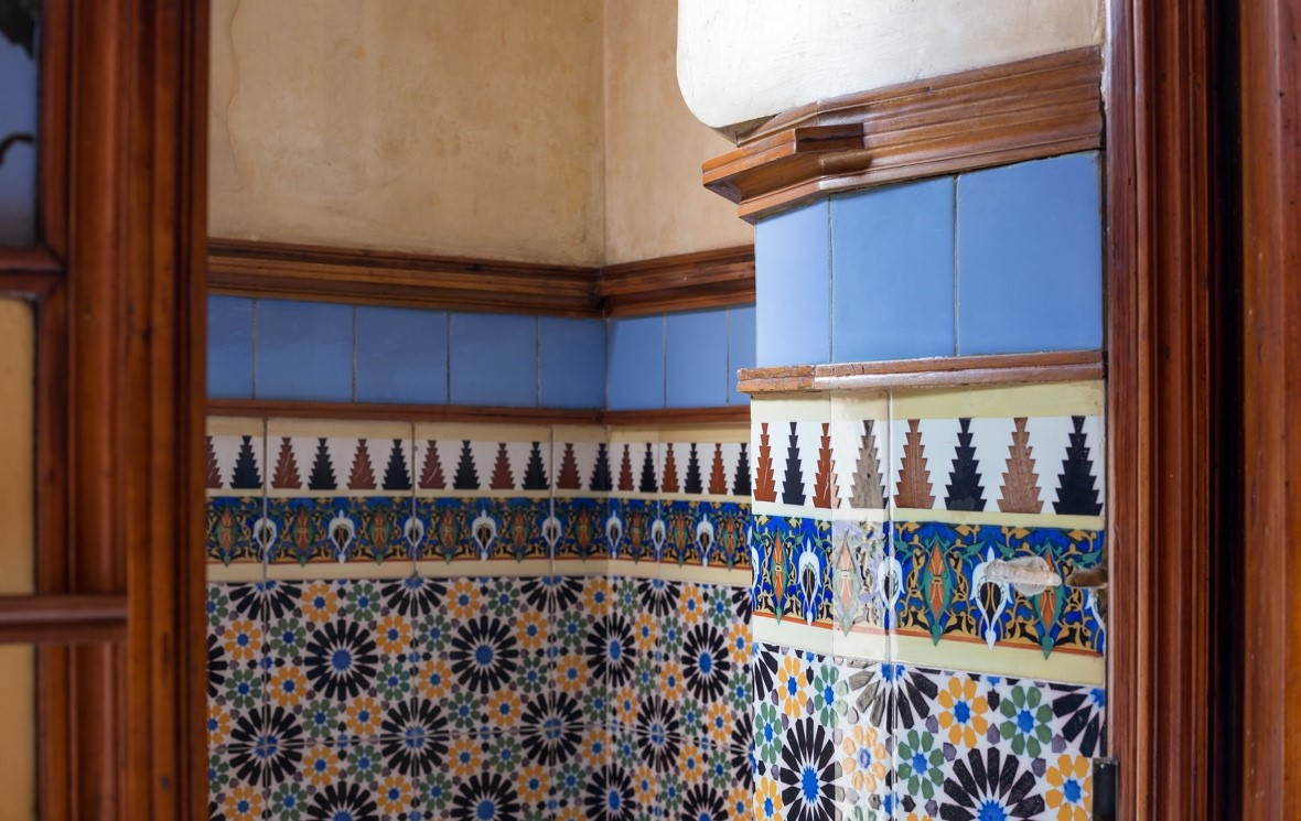 Architecture in Barcelona: Visit to the Gaudi's first house 3