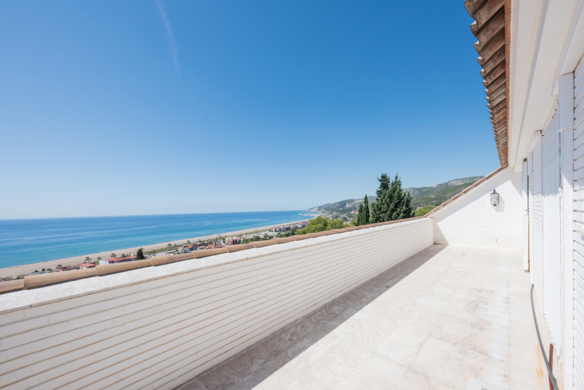 luxury property of 770m2 with sea views