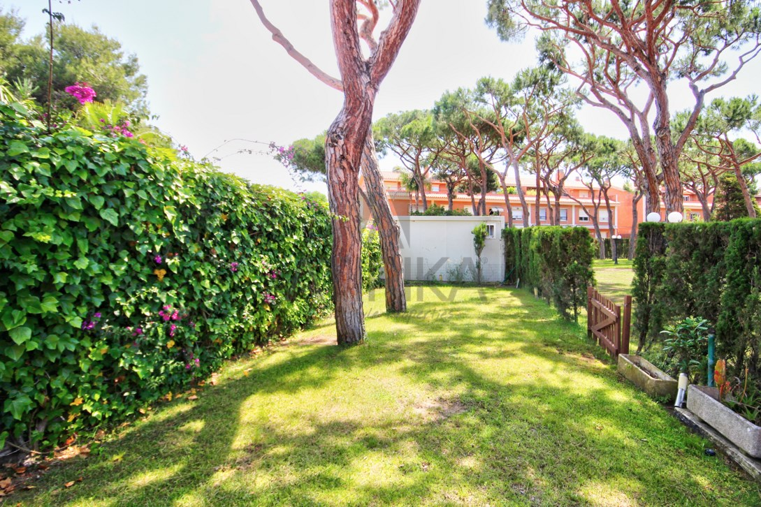 Exclusive detached house with garden and pool in Gavà Mar rented by our office in Castelldefels 4