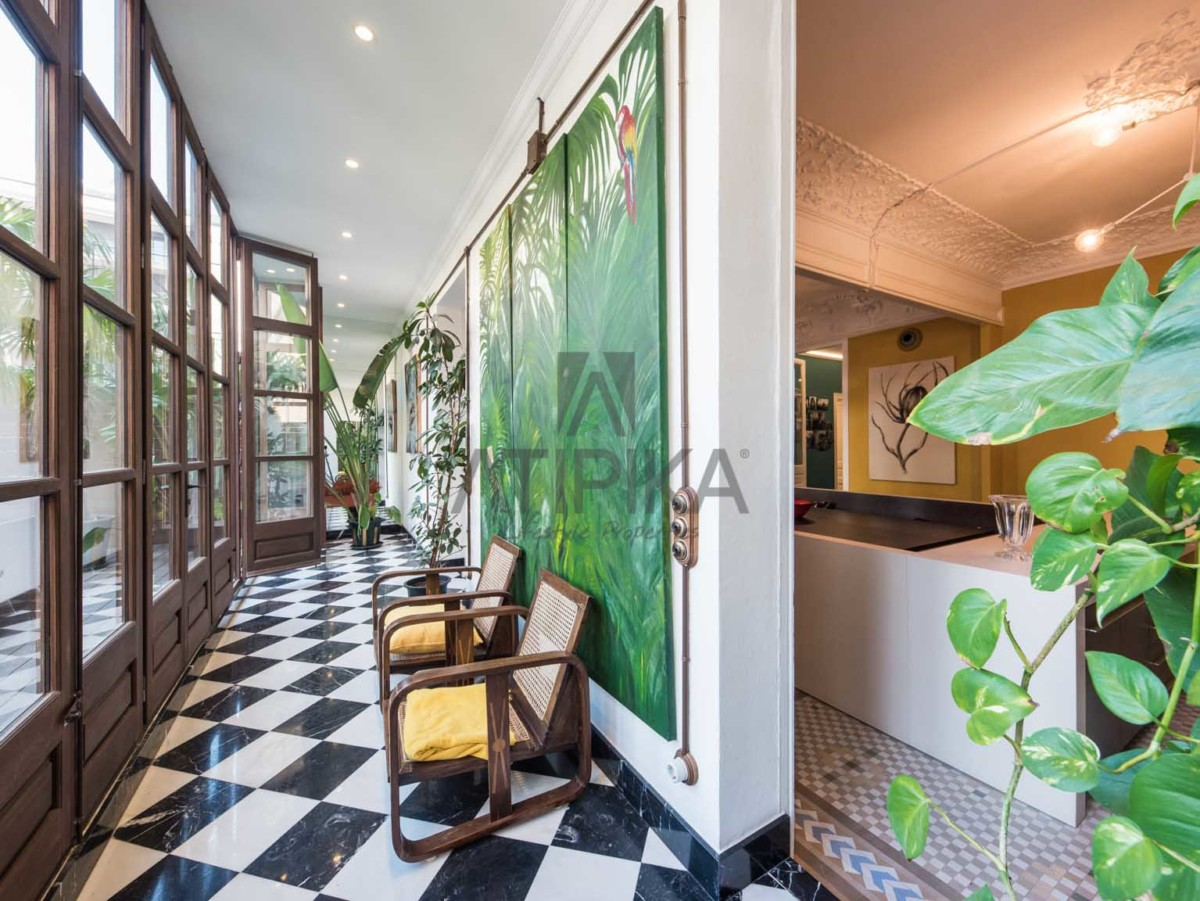 ATIPIKA offers you the dream of a modernist house in the heart of the 'Quadrat d'Or' 10