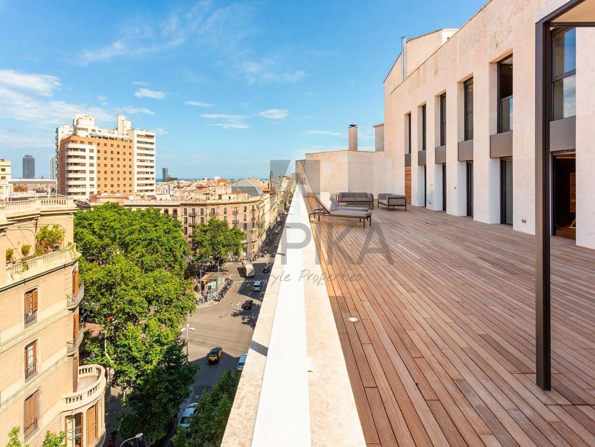 Las 5 razones por las que debes comprar o alquilar un ático en Barcelona 1