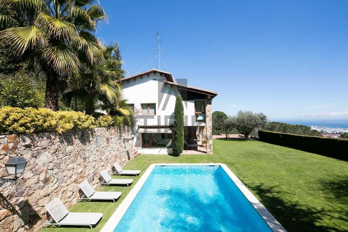 Casa en alquiler en Premià de Dalt. Exclusividad, privacidad y confort a tu alcance 1